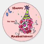 El dibujo animado de encargo del feliz cumpleaños etiqueta redonda