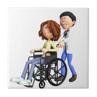 El doctor Wheeling Patient In Wheelchair del Azulejo Cuadrado Pequeño