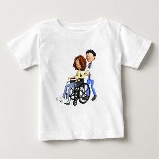 El doctor Wheeling Patient In Wheelchair del Camiseta De Bebé