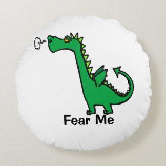 El dragón del dibujo animado me teme cojín redondo