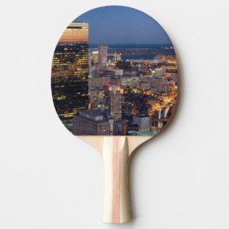 El edificio de Boston con la luz se arrastra en el Pala De Ping Pong