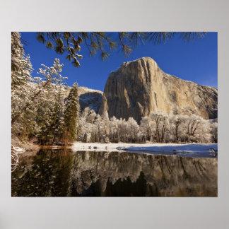 El EL Capitan refleja en el río de Merced adentro Impresiones