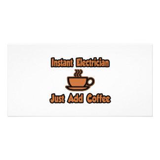 El electricista inmediato… apenas añade el café tarjeta con foto personalizada