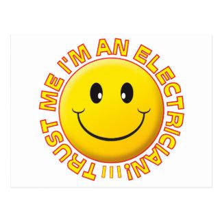 El electricista me confía en sonriente postal