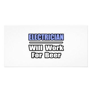 El electricista… trabajará para la cerveza tarjetas fotográficas