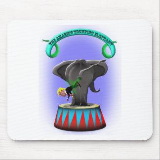 el elefante trumping que sorprende alfombrilla de ratón