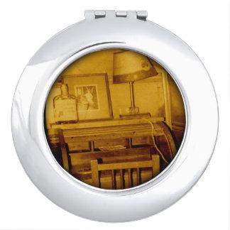 El escritorio del escritor espejo de viaje