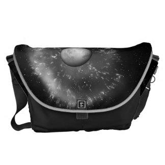 El espacio empaqueta la supernova y el titán bolsas de mensajería