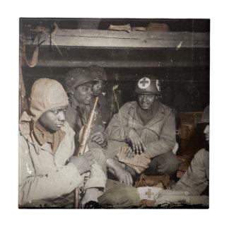El esperar de los médicos de WWII Azulejo Cuadrado Pequeño