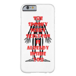 El esqueleto asustadizo fantasmagórico está ya funda barely there iPhone 6