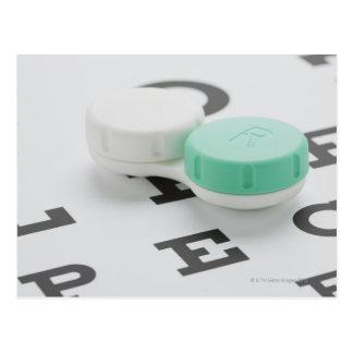 El estudio tiró de la caja de lente de contacto en postal
