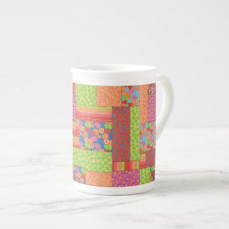 El falso remiendo colorido del verano da fruto los taza de té