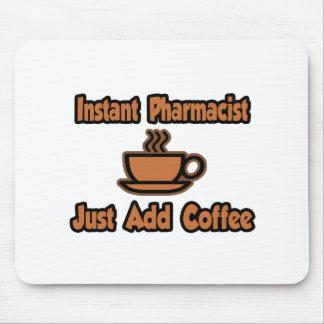 El farmacéutico inmediato… apenas añade el café alfombrillas de ratón