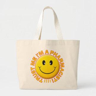 El farmacéutico me confía en sonriente bolsa