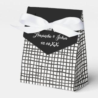 El favor blanco negro del boda de la parrilla le caja para regalos