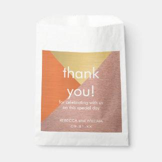 El favor color de rosa del boda del oro y del bolsa de papel