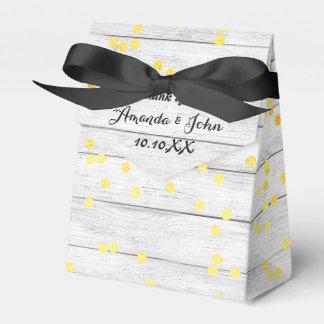 El favor de madera blanco del boda del confeti de caja para regalos