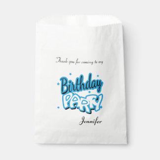 El feliz cumpleaños le agradece los azules cielos bolsa de papel