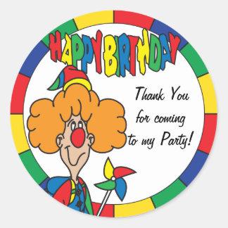 El feliz cumpleaños le agradece pegatina redonda
