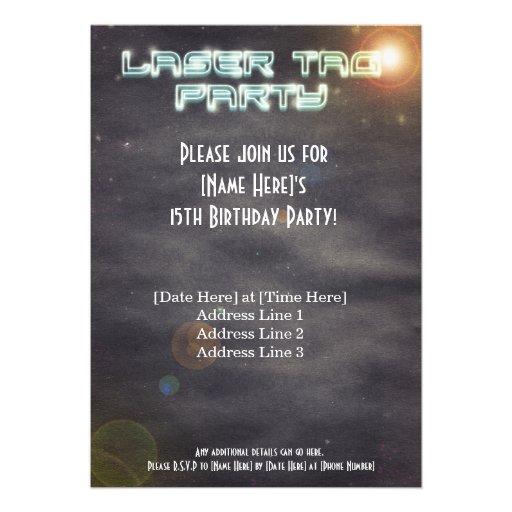 El fiesta negro de la etiqueta del laser invita anuncio