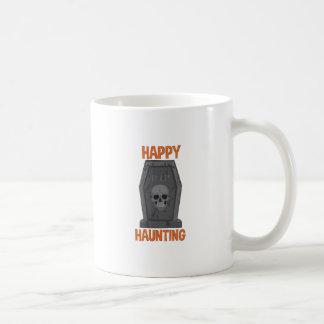 El frecuentar feliz taza de café