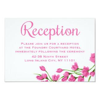 El fucsia floral rosado de la recepción florece el invitación 8,9 x 12,7 cm
