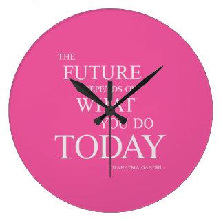 El futuro que inspira rosa de motivación del reloj