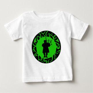 El gaitero de varios colores camiseta de bebé