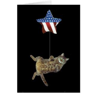El gatito celebra el 4 de julio tarjeta de felicitación