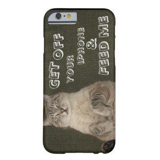 """El gato """"CONSIGUE DE SU IPHONE y ME ALIMENTA"""" el Funda Para iPhone 6 Barely There"""