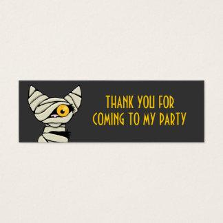 El gato lindo de la momia le agradece las tarjetas