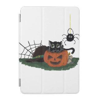 El gato negro se sienta en una linterna de Jack o Cubierta De iPad Mini