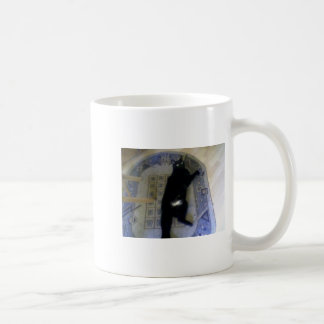El gato negro taza clásica