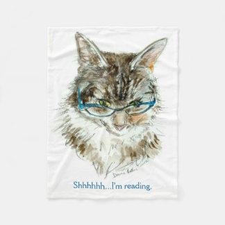 El gato que lee la manta del paño grueso y suave