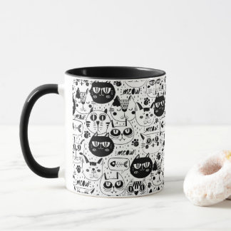 El gato resumido hace frente a la taza de café del