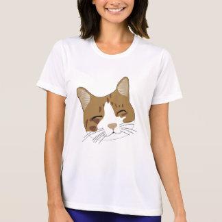 el gato se divierte la camiseta