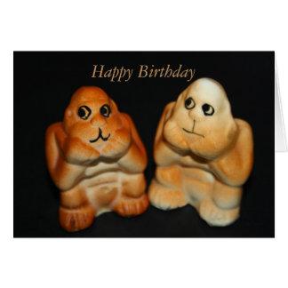 El gemelo imita la tarjeta del feliz cumpleaños