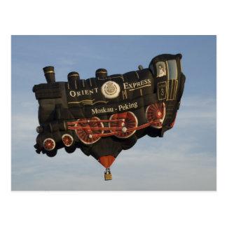 El globo toma un tren postal