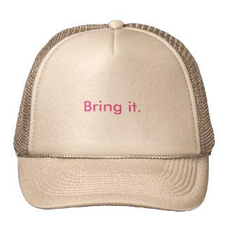 El gorra del camionero de las mujeres lo trae
