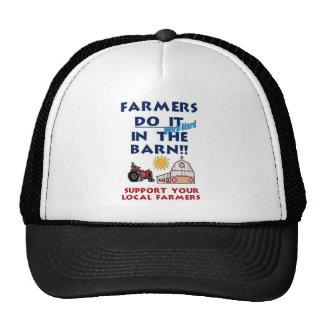El granjero lo hace en el granero gorros