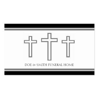 El gris del director de funeraria cruza la tarjetas de visita