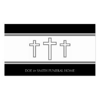 El gris del director de funeraria cruza los tarjetas de visita