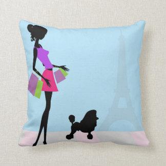 El hacer compras en la almohada decorativa de