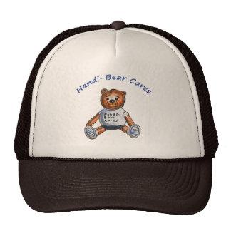 El Handi-Oso cuida el gorra