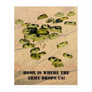 ¡El hogar es adonde el ejército nos cae! Postal