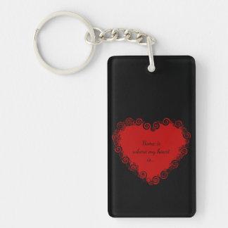 El hogar es donde está mi corazón, negro rojo del llavero rectangular acrílico a doble cara