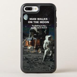 El hombre camina en el astronauta y la tierra de funda OtterBox symmetry para iPhone 8 plus/7 plus