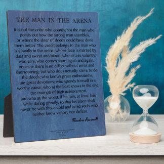 El hombre en la cita de la arena de Theodore Placa Expositora