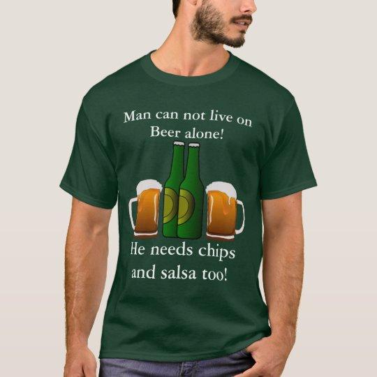 ¡El hombre no puede vivir en la cerveza solamente! Camiseta