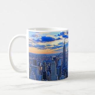 El horizonte de la última hora de la tarde NYC Taza De Café